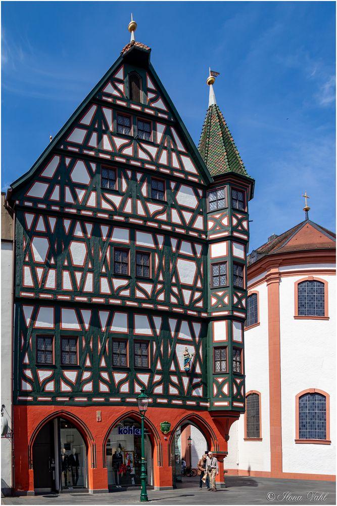 Altes Rathaus, Giebelseite