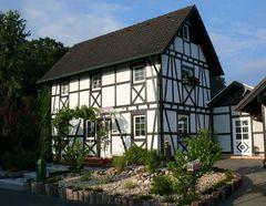 "Altes ""Schmuckkästchen"" in Langenfeld-Wiescheid"