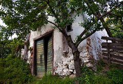 Altes und nicht mehr benutztes Gebäude auf Dragos Bauernhof!