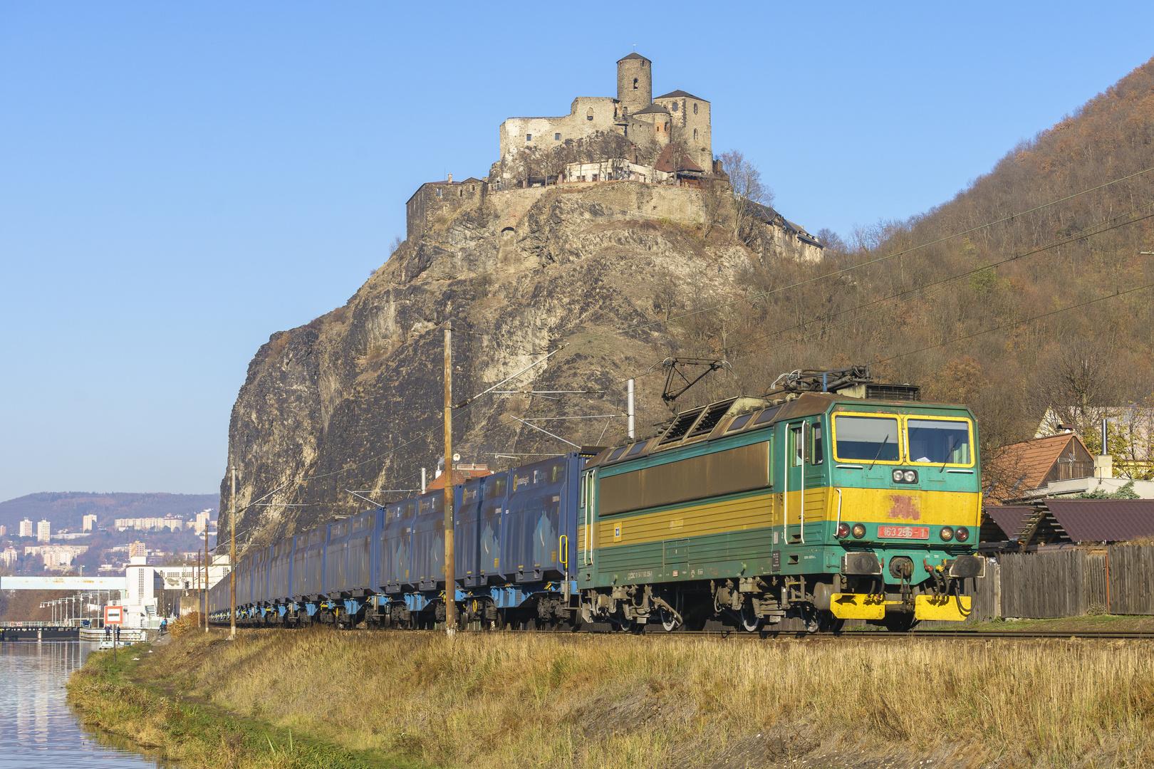 Altlack-Leckerli unterhalb der Burg Schreckenstein