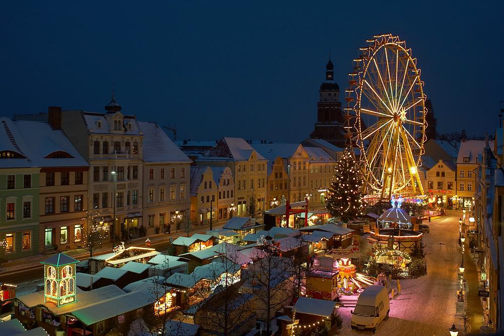 Altmarkt-Riesenrad mit Schnee