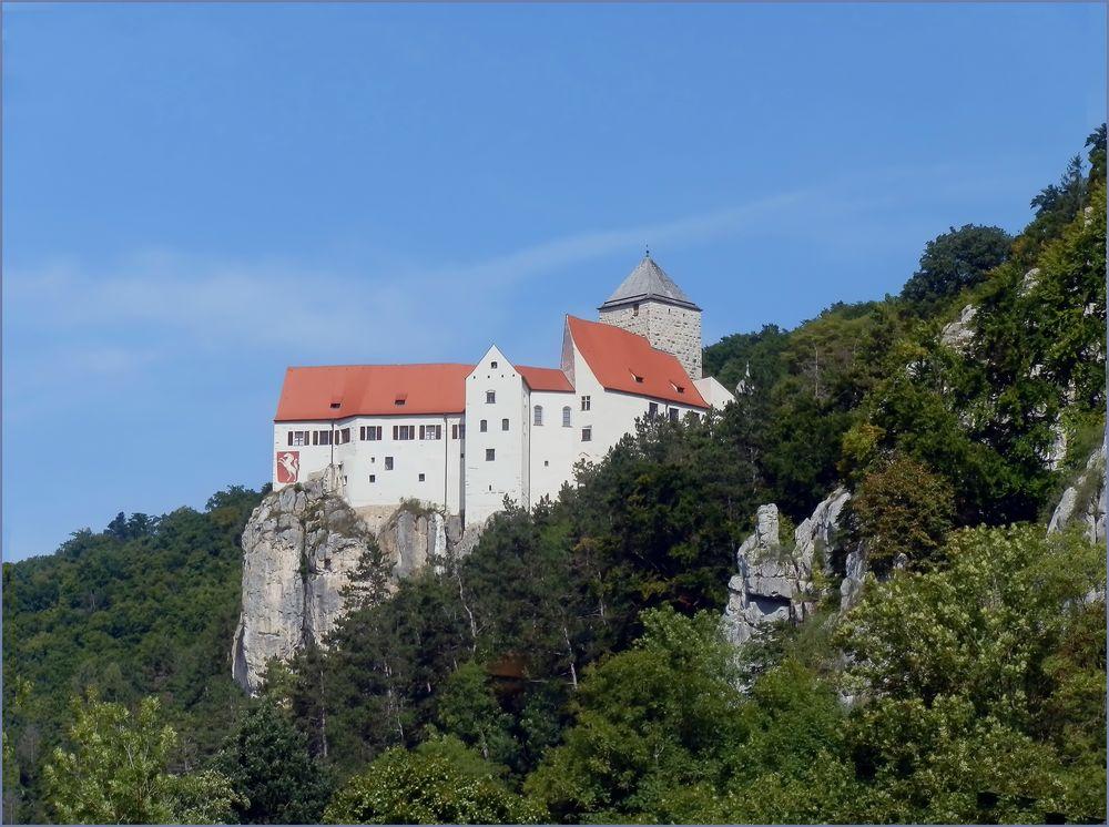 Altmühltal Donau 9 -Hoch gelegen von Bäumen umlegen