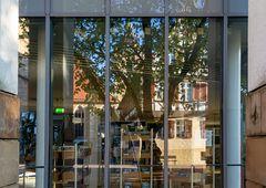 Altstadt spiegelt sich in der Stadtbücherei