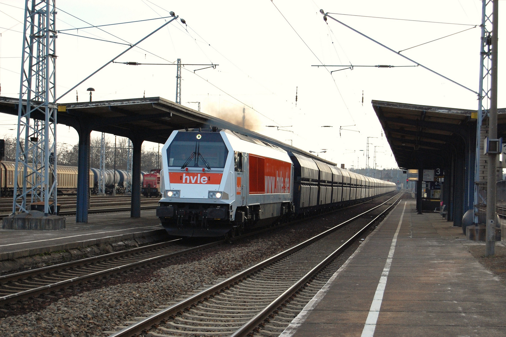 Am 19.03.2010 durchfahrt im Bahnhof Ruhland.