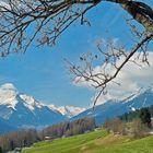 am Berg Winter, im Tal zaghafter Frühling