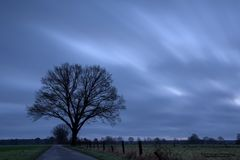 Am frühen Morgen bei schlechtem Wetter