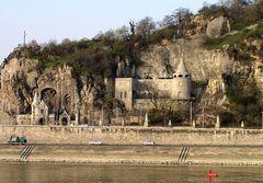 Am Fusse des Gellert-Berges  in Budapest.