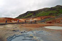Am Geothermalgebiet Seltun in der Vulkanregion Krisuvik