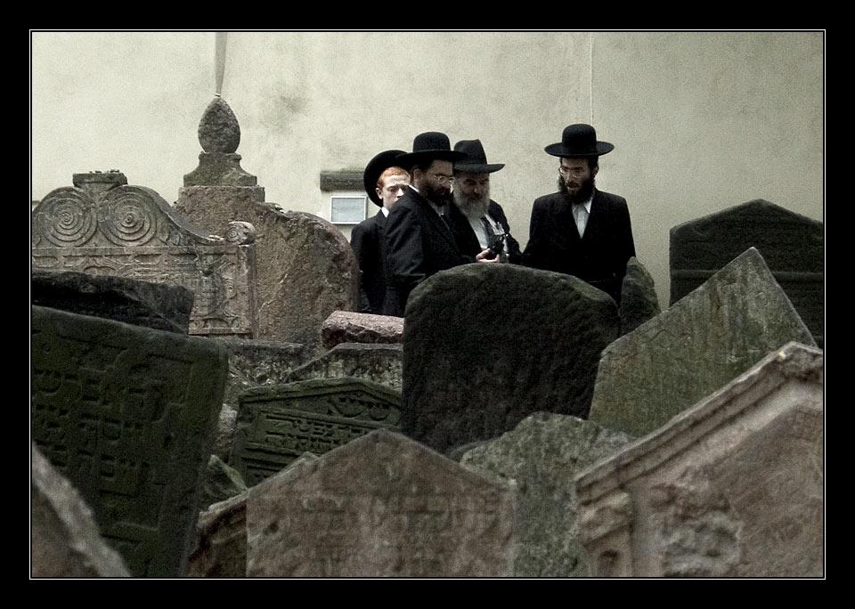 Am Grab des Rabbi Loew