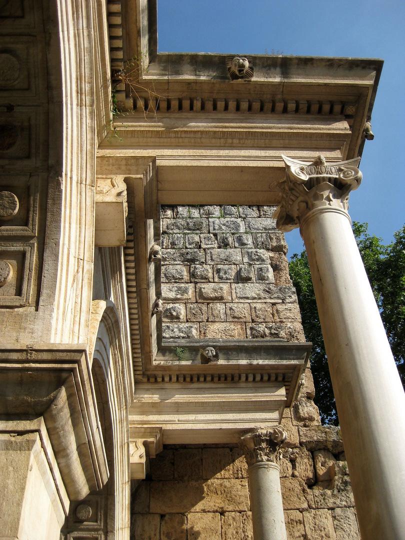 Am Hadrianstor in Antalya