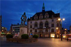 Am Händeldenkmal in Halle