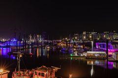 Am Hafen bei den Barkassen