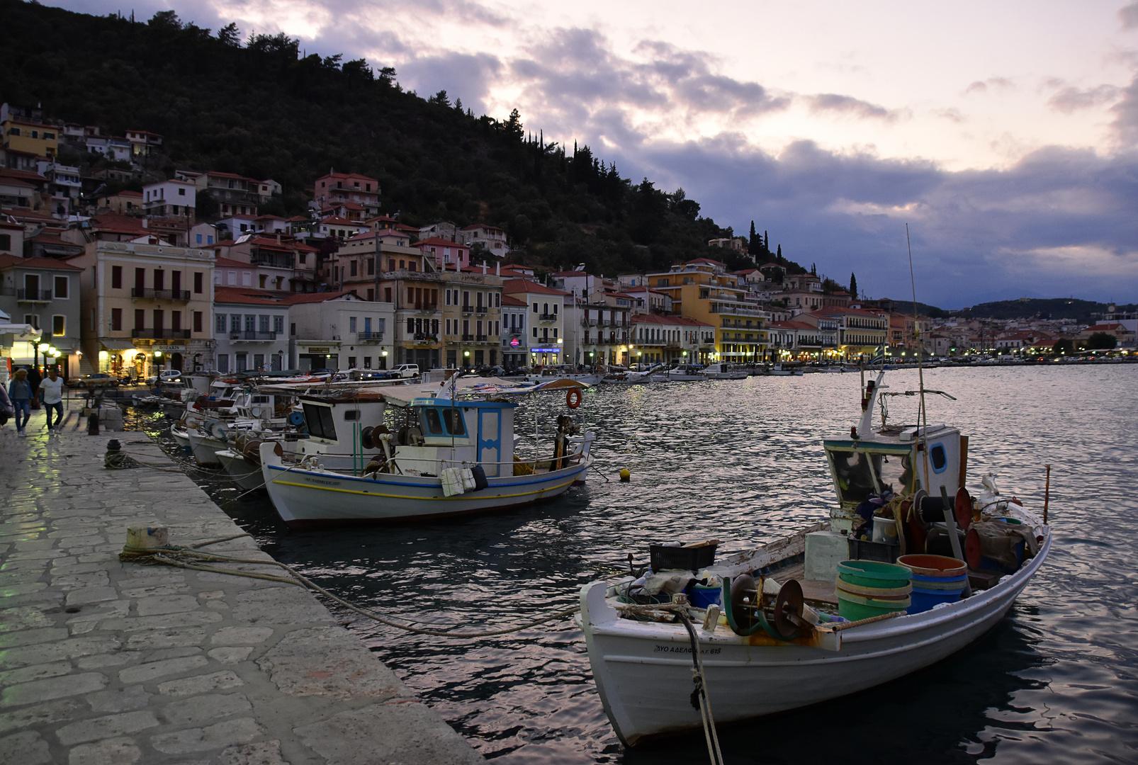 Am Hafen von Gythio