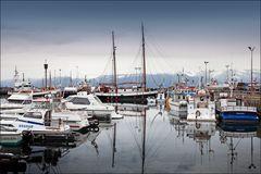Am Hafen von Húsavík