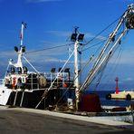 am kleinen Hafen der Insel