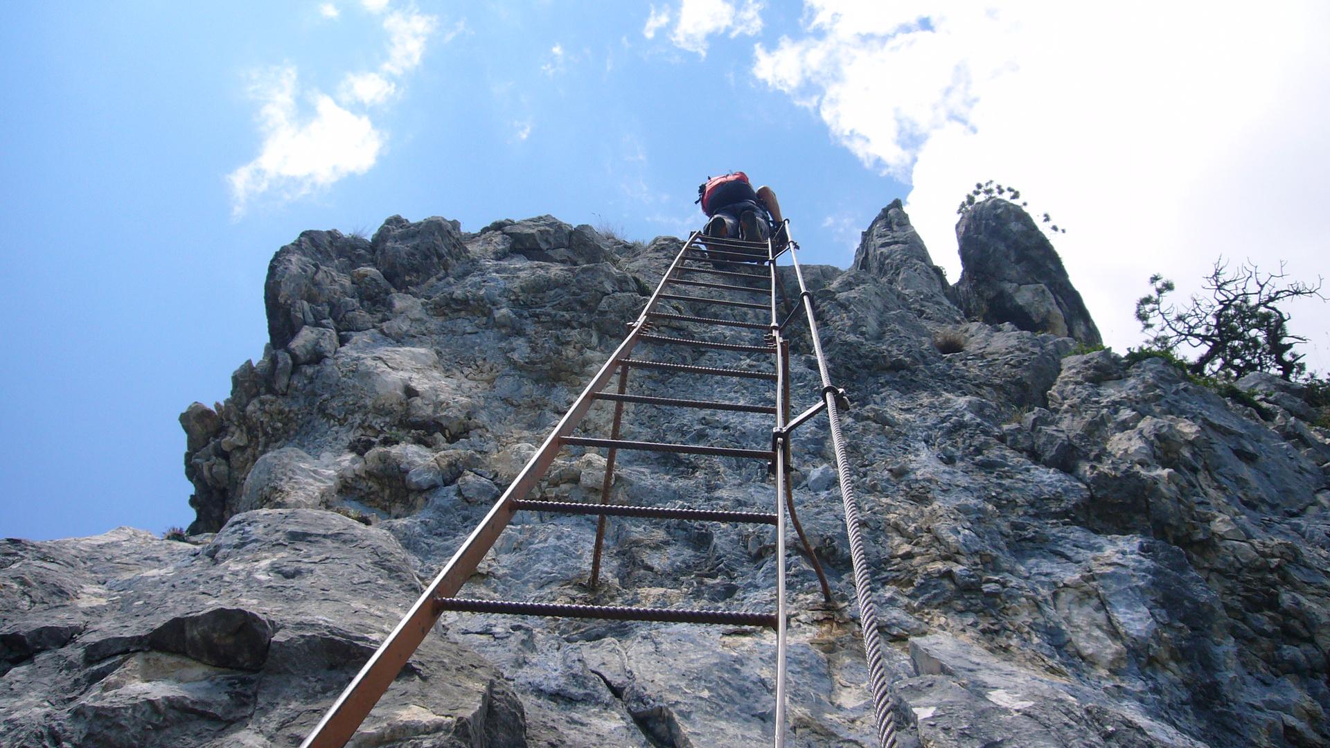 Klettersteig Gardasee : Am klettersteig über dem gardasee foto & bild erwachsene menschen
