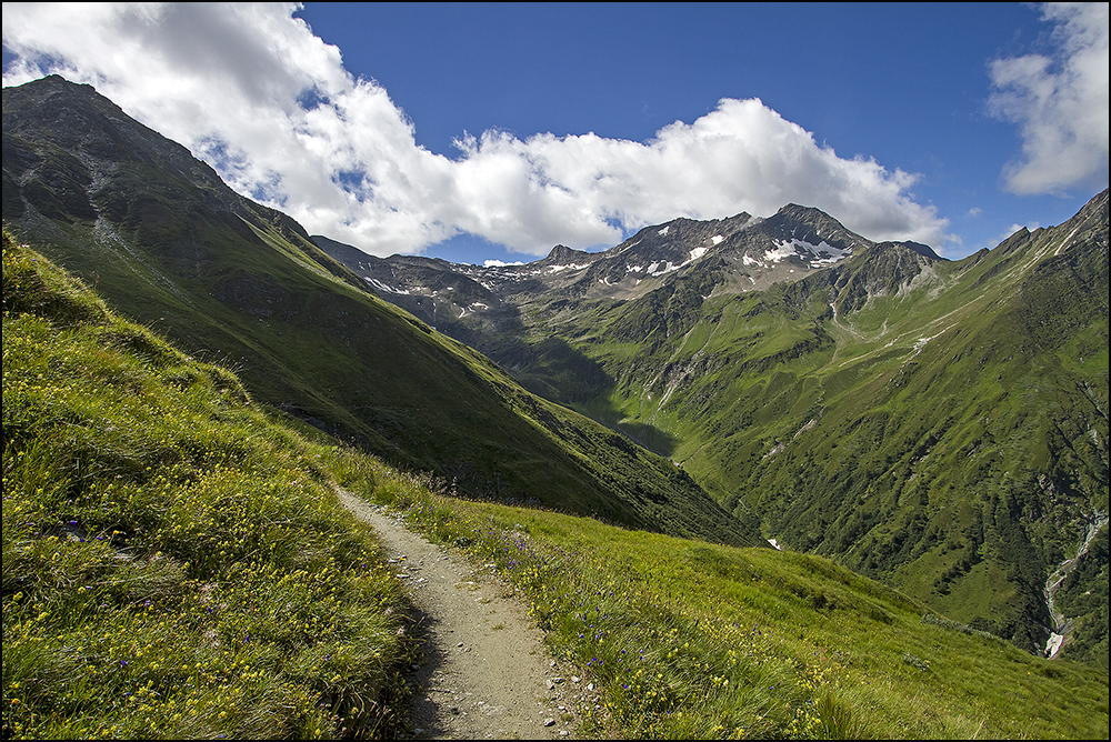 am Muhs Panoramaweg mit Blick ins Lasnitzental