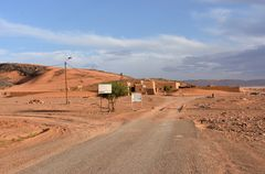 Am Rande der Wüstenoase Tafraout Hassi Fougani