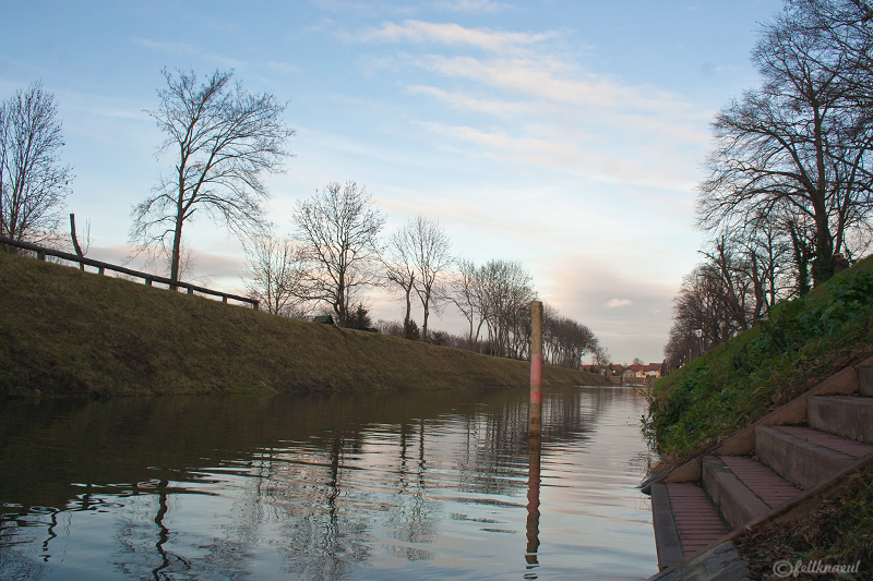- am Saalekanal -