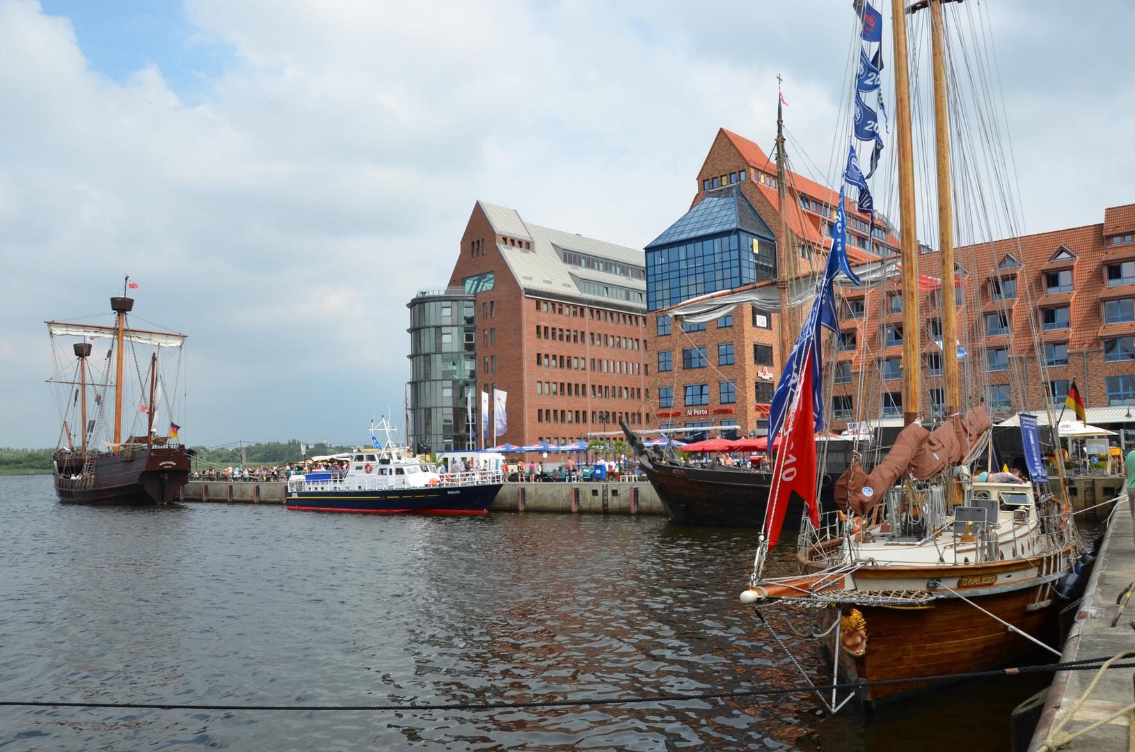 Am Stadthafen während der Hanse Sail 2013 in Rostock