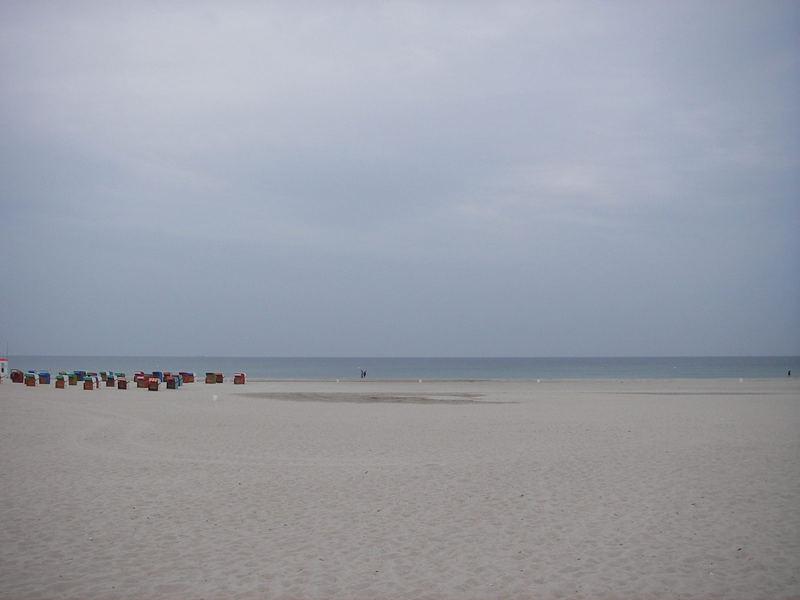 Am Strand in Warnemünde bei weniger gutem Wetter