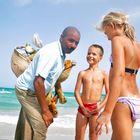 Am Strand mit einem Verkäufer