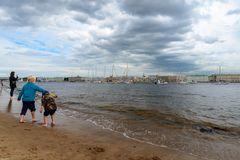 Am Strand von St. Petersburg