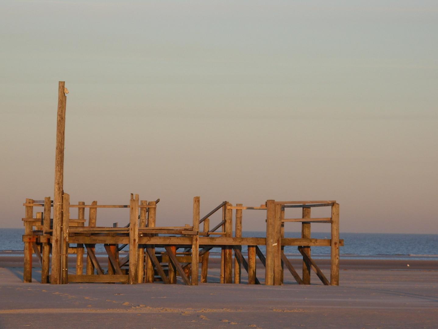 Am Strand zu früher Stunde