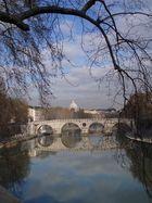 Am Tiber mit Blick zum Petersdom