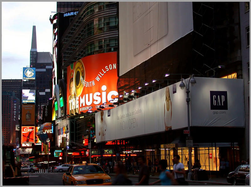 Am Time Square abends