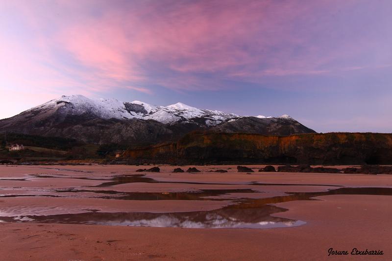 Amanece en la playa de La Espasa-II (Asturias)