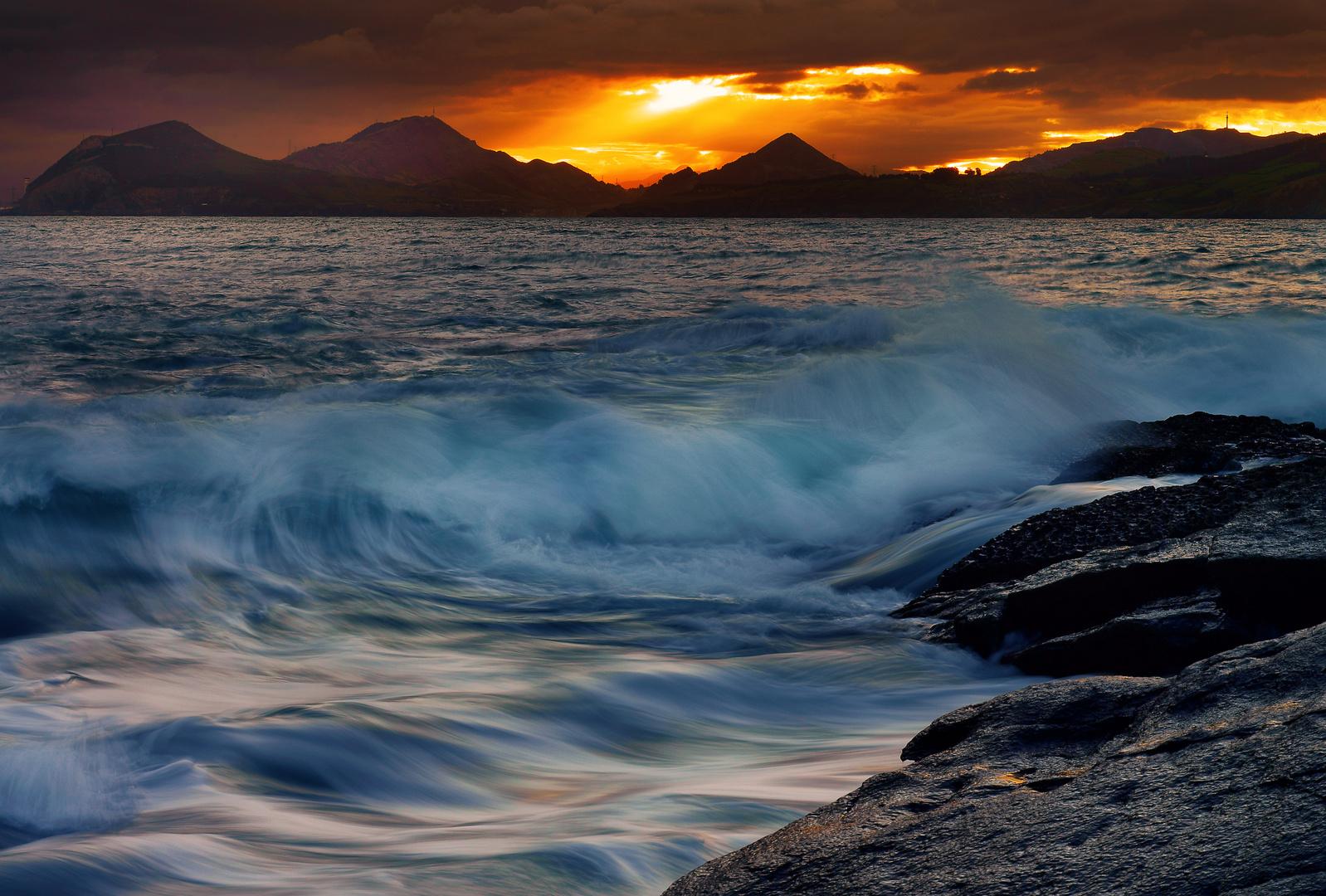 Amanece junto al mar
