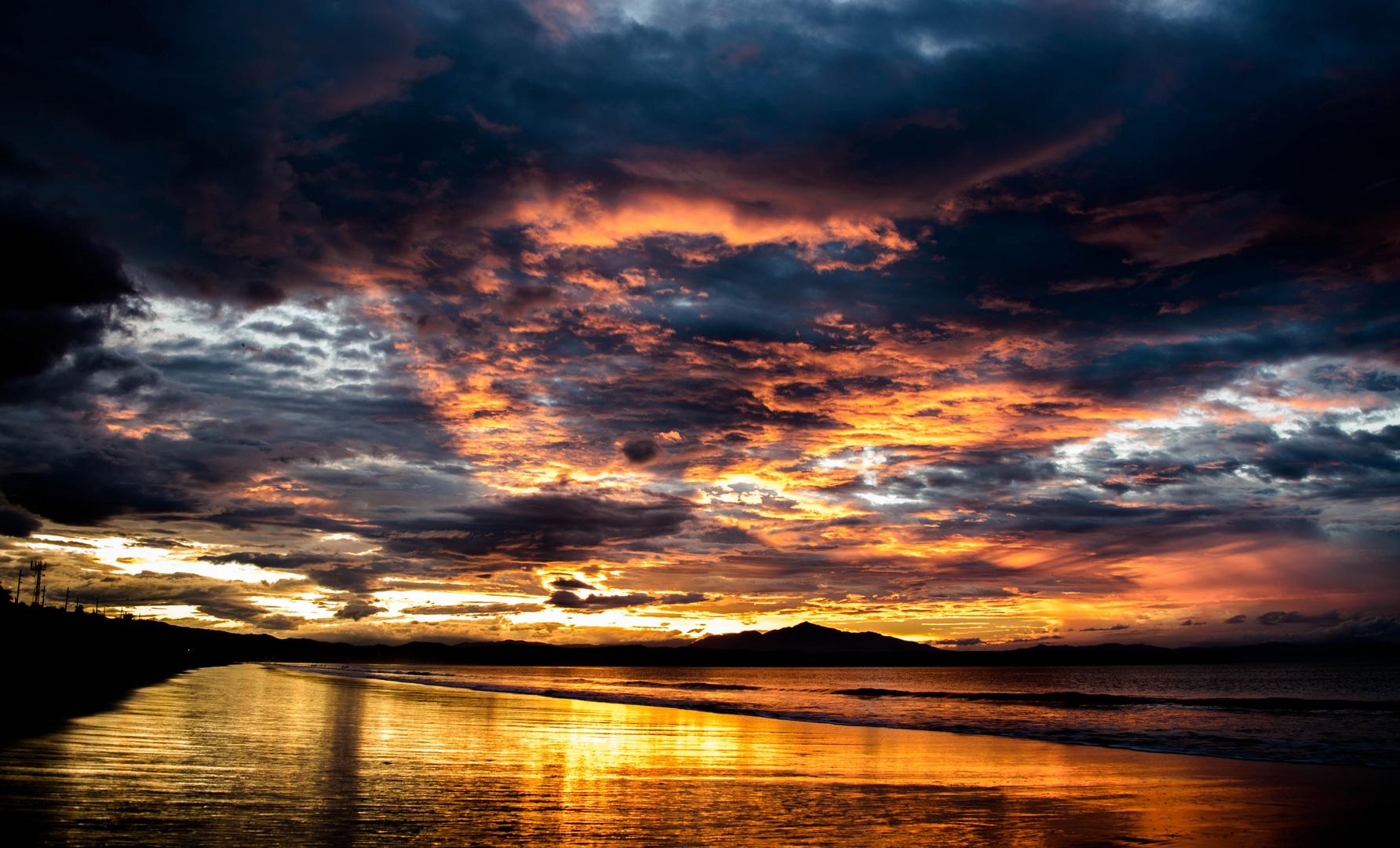 Amanecer en playa Cocalito, Puntarenas Costa Rica