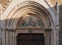Amatrice, lunetta del portale della Chiesa di S.Francesco