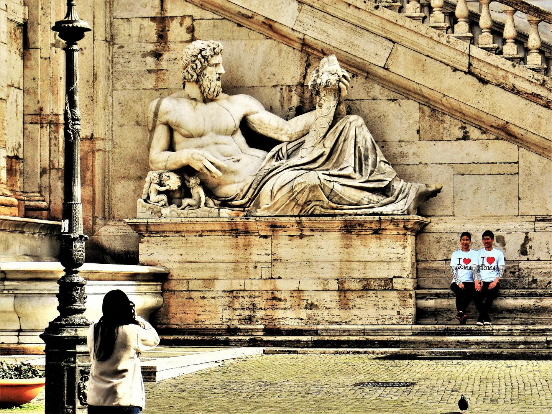 """Amiamo Roma"""