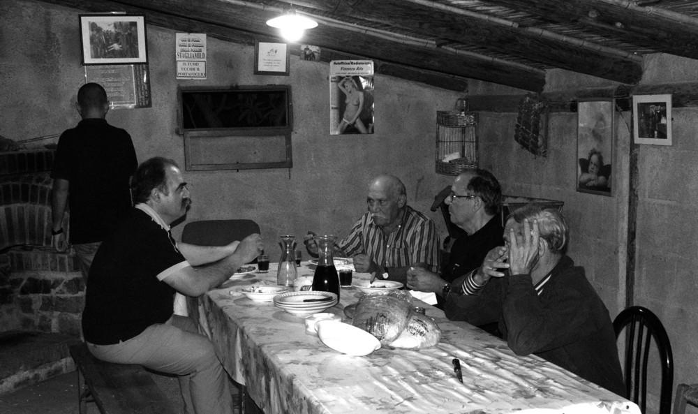 Amici in cantina (o taverna)