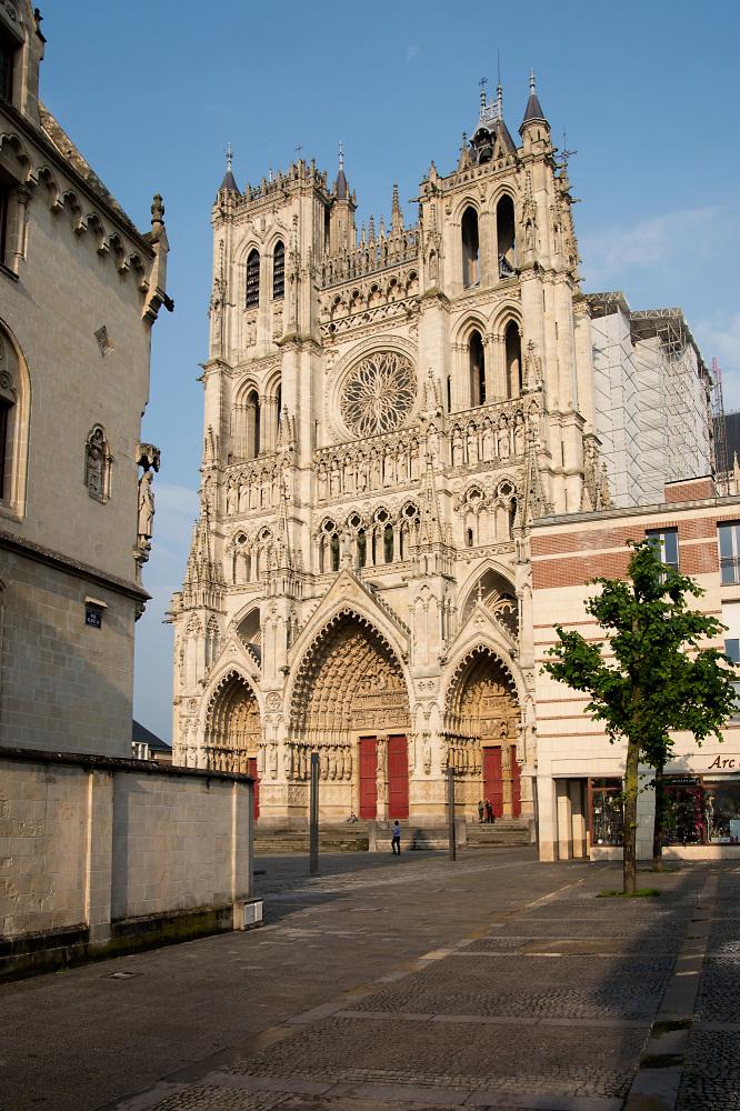 Amiens Westfassade im Abendlicht