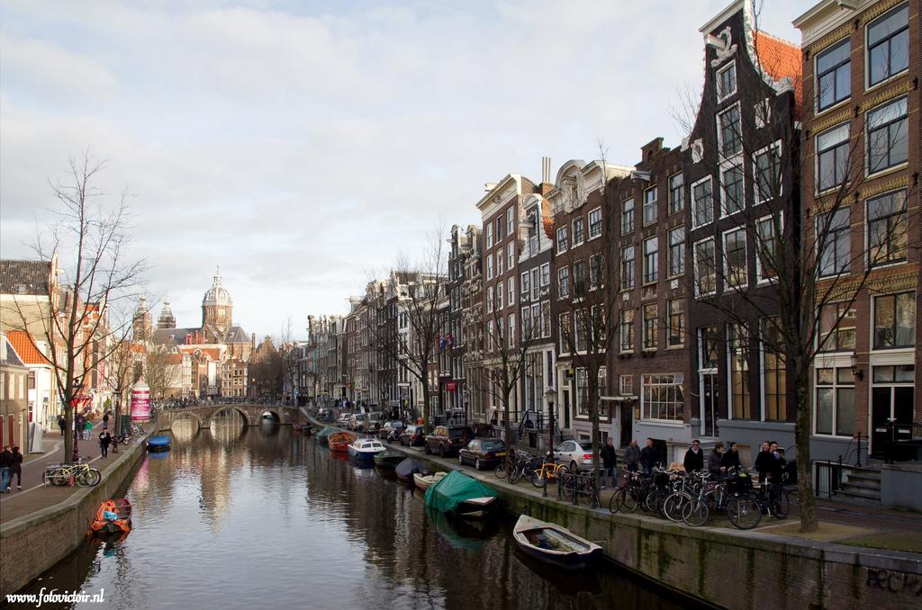 Amsterdam Oudezijds voorburgwal www.fotovictoir.nl