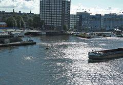 AMSTERDAM: ...uscendo dal porto...