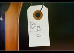 An allen hängt ein Zettel was es ist... nur das woran der Zettel hängt kann in nicht sehne...