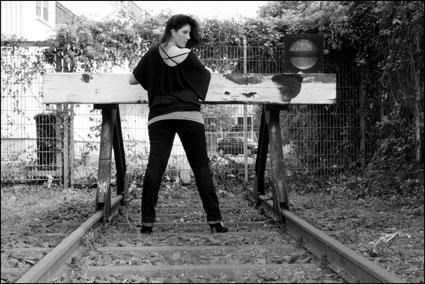 ..an den Bahngleisen