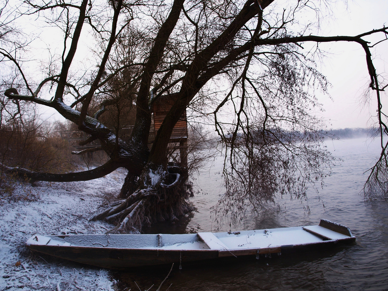 An den Tagen und Nächten um den Jahreswechsel tanzen oft verlorene Seelen auf dem Wasser