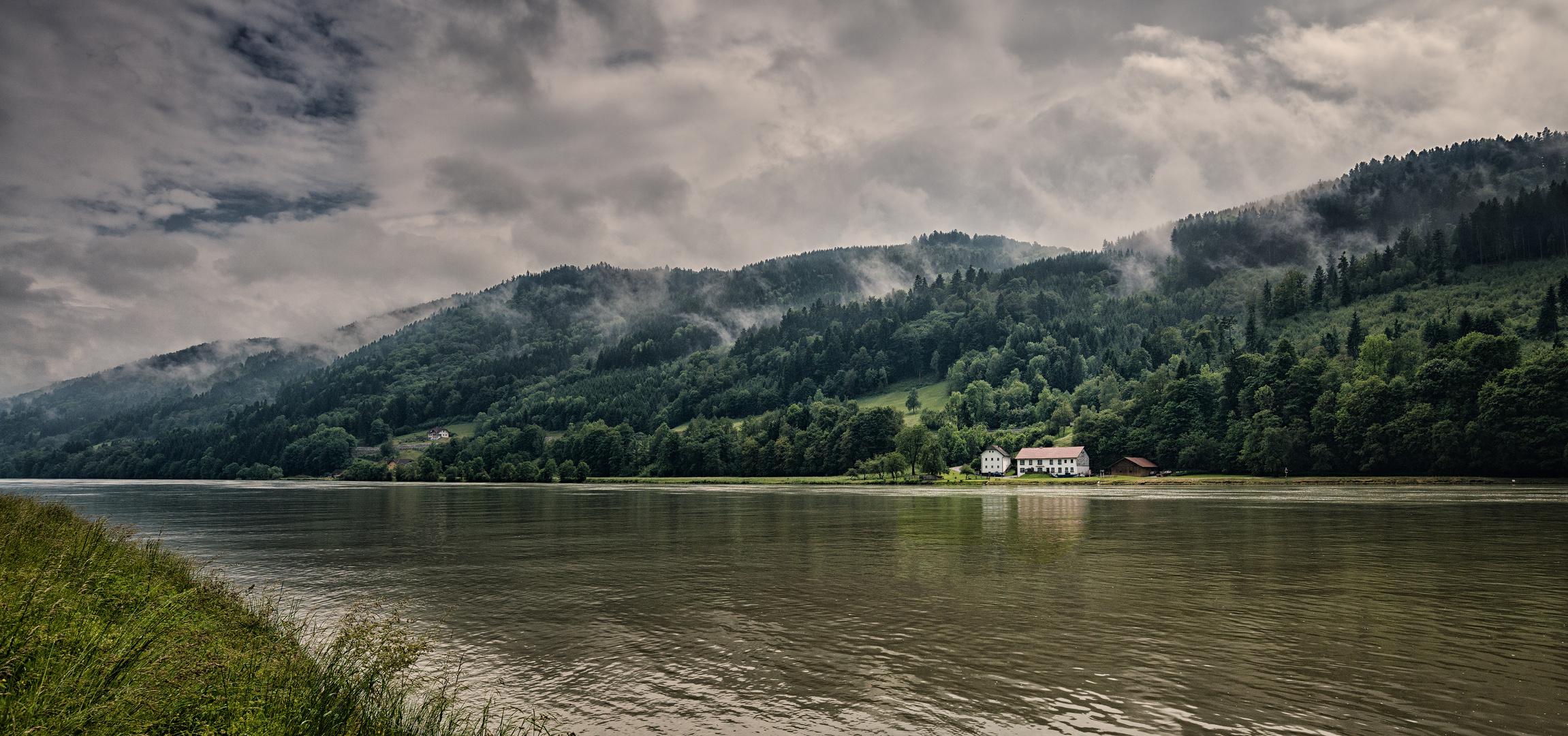 An der Donau nach dem Regen.