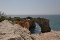 An der Felsenküste
