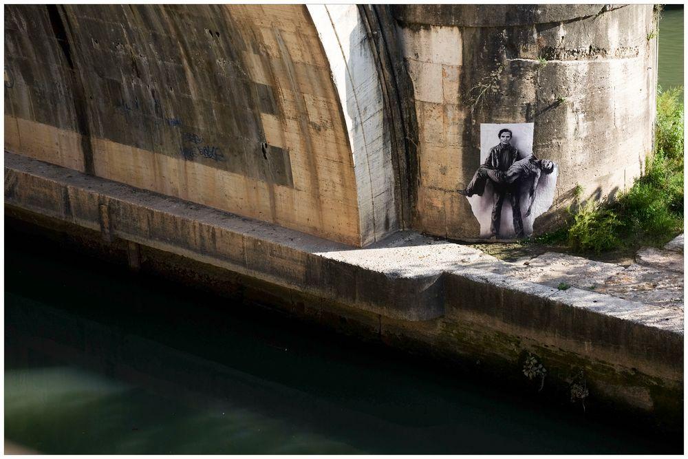 An einer Brücke über den Tiber in der Nähe der Engelsburg