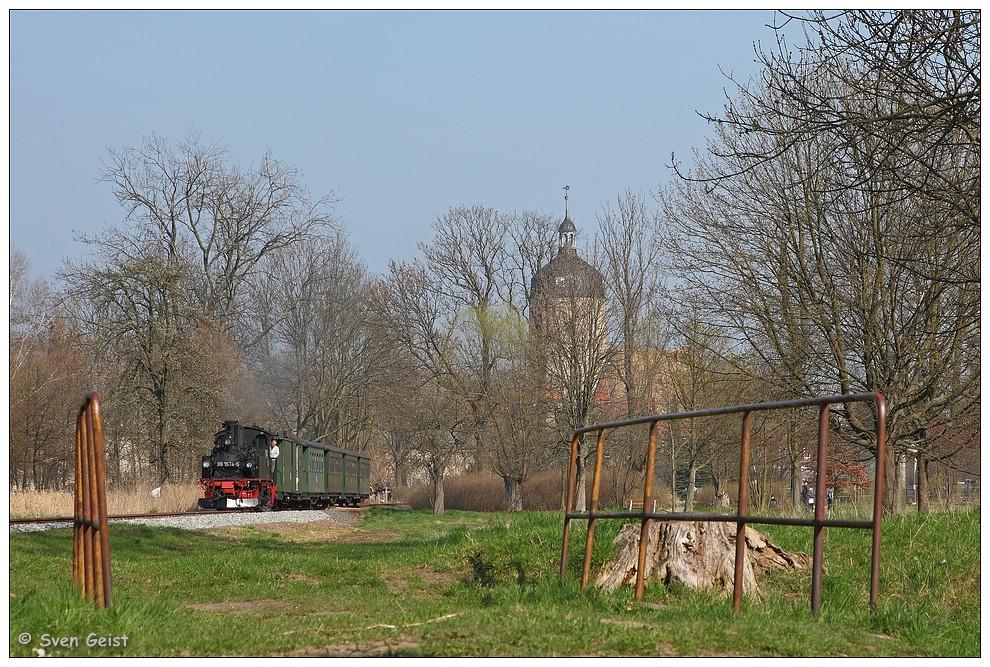 An einer kleinen Brücke im Mügelner Stadtpark