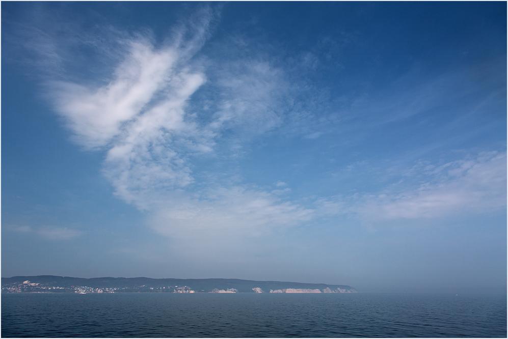 An Steuerbord: Rügen in Sicht
