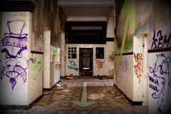 Ancien hopital thermal des Armées d'Amélie les Bains - le couloir !