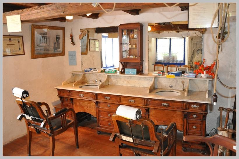 Ancien salon de coiffure Alsacien photo et image ...