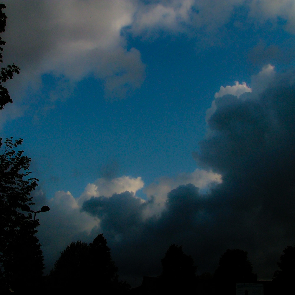 Ancora nuvole nere nel blu